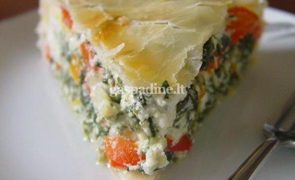 """Argentinietiškas pyragas """"Pascualina"""" su paprikomis ir trimis sūriais"""