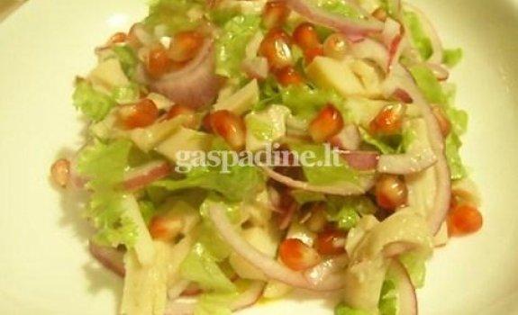 Kalmarų salotos su granatų sėklomis