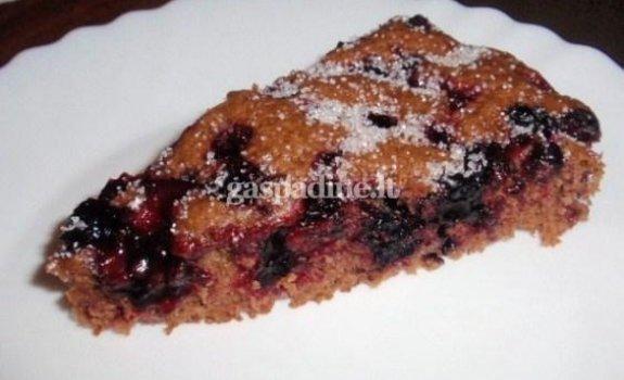 Kakavinis juodųjų serbentų pyragas