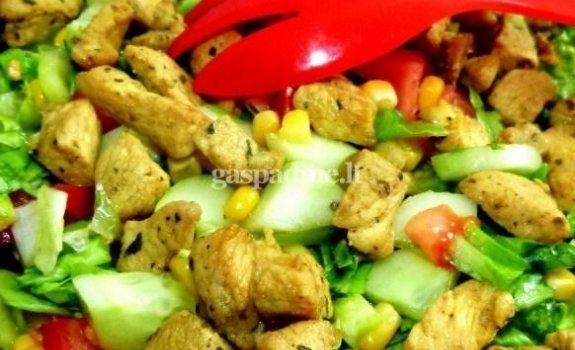 Daržovių salotos su kepinta vištiena
