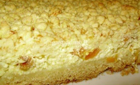 Trupininis pyragas su varške ir džiovintais abrikosais