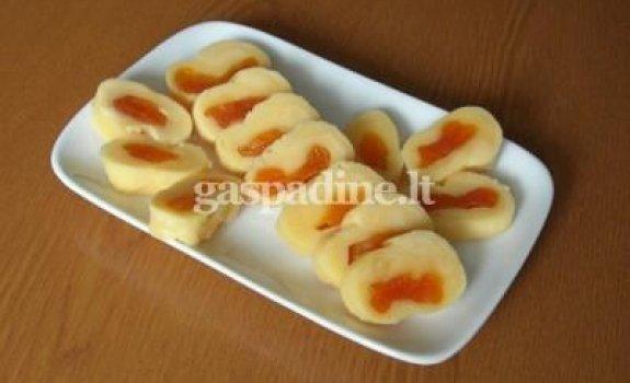 Sūrio ir džiovintų abrikosų užkandis
