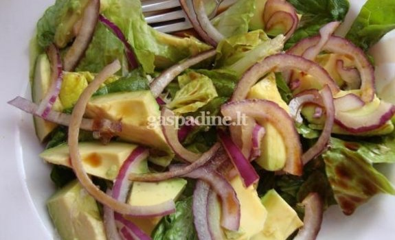 Lengvos avokadų salotos