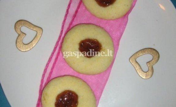 Sausainiai su slyvų uogiene