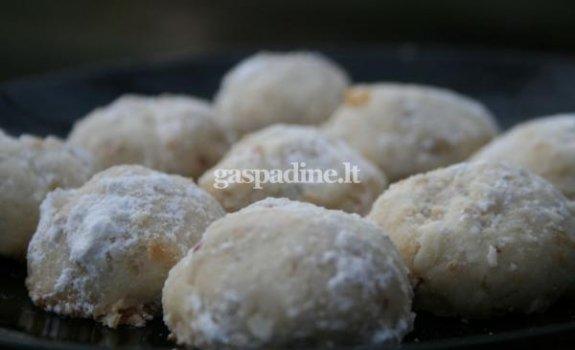 Paprasti sausainiukai su pekano riešutais