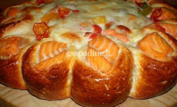 Mielinis pyragas su lašiša ir daržovėmis