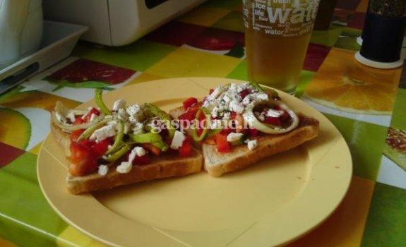 Salotų sumuštiniai