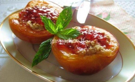 Įdarytos persikų puselės