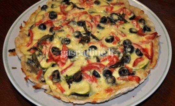 Vegetariška pica su mocarela sūriu