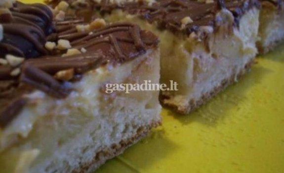 Obuolių pyragas su šokoladu