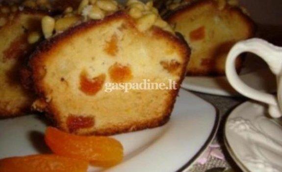 Pyragas su džiovintais abrikosais