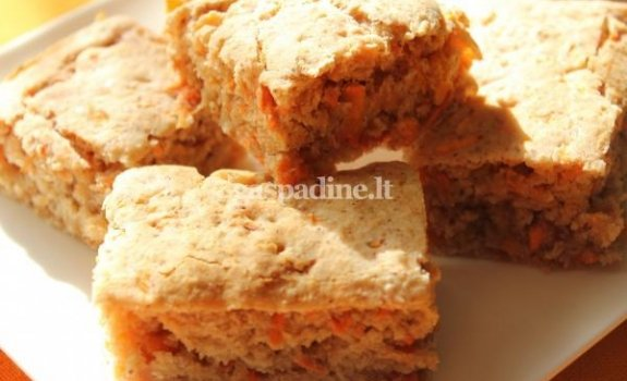 Morkų pyragas sveikoms Velykoms